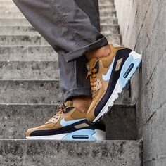 Nike Air Max 90 Essential Womens SE Have a Nike Day Mint