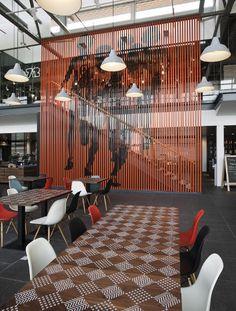 Le siège de Nike EMEA (Europe) a commandé à l'agence Uxus de faire partie de l'équipe de re-concevoir leur cantine d'entreprise.