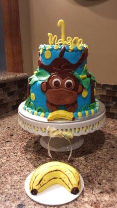 Monkey birthday cake with banana smash cake.