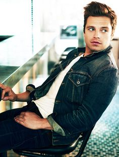 ASSDFGHJKLKJHGFDSDFGHJKLKJHGFDFGHJKLKJHGFDFGHJ...THIS MAN IS DREAMY, IM SLIGHTLY OBSESSED, DON'T JUDGE ME!