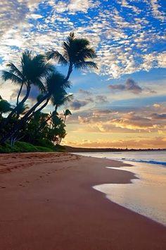 beautiul beaches of Hawaii   www.facebook.com/lovewish