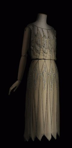Dress, by Madeleine Vionnet, 1922, Les Arts Décoratifs, Paris. Photographer: Patrick Gries. Via Europeana Fashion.