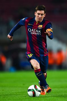 Lionel Messi of FC Barcelona runs with the ball during the Copa del Rey Round of 16 First Leg match between FC Barcelona and Elche CF at Camp Nou on January 8, 2015 in Barcelona, Catalonia.