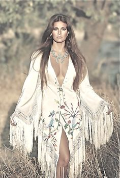 Raquel Welch: Boho-Chic in the Hippie Style, Mode Hippie, Bohemian Mode, Boho Gypsy, Hippie Boho, Bohemian Style, Bohemian Fashion, Gypsy Style, Haute Hippie