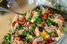 Sałatka z tuńczykiem i suszonymi pomidorami Good Food, Yummy Food, Fish Salad, Cooking Recipes, Healthy Recipes, Healthy Food, Dried Tomatoes, Avocado, Different Recipes
