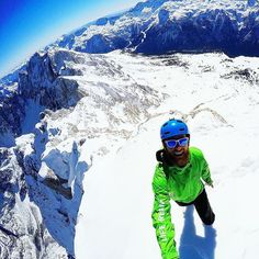 The moment when you reach the summit is just amazing, and the view is just insane #mountaintop #mountainlife #mountains #mountain #selfie #selfies #pov #gopro #landscape #landscapephotography #landscapelovers #oakley #breathtaking #thenorthface #summit #snow #snowday #powder #powderday #powdersnow #like4like #likeforlike #likes4like #picoftheday #adrenalinejunkie #goprohero5 #sunnyday