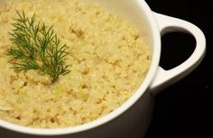 Risoto de quinoa com alho-poró. Ficou bem gostoso :) O truque é deixar a quinoa de molho antes de começar o processo.