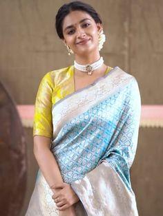 Stylish Blouse Design, Fancy Blouse Designs, Blouse Back Neck Designs, Looks Party, Pattu Saree Blouse Designs, Saree Trends, Designer Blouse Patterns, Indian Fashion Dresses, Indian Outfits