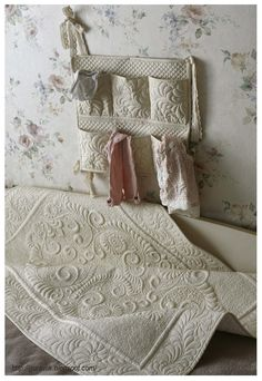 love the feather quilting design