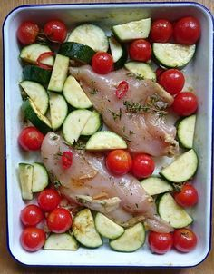 I love making dishes in the oven. Sit on a plate. It is a very simple way to prepare a full meal without too s. No Salt Recipes, Quick Recipes, Summer Recipes, Healthy Recipes, Good Food, Yummy Food, Batch Cooking, Tasty Dishes, Vegetable Recipes
