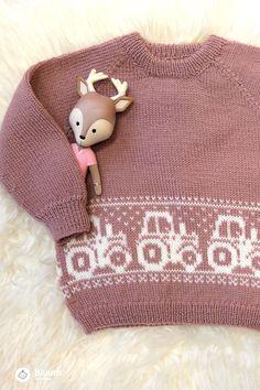 Deilig Traktor-genser i Pure Eco Baby Wool! Bluums egne strikkedesign får du kun i garnpakker med oppskrift på Bluum.no  Parol, Crochet Hats, Baby, Fashion, Tricot, Tractor, Knitting Hats, Moda, Fashion Styles