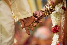 Ceylonese Hindu Wedding and Reception in Malaysia: Dashant + Tanusha http://www.emotioninpictures.com/ceylonese-hindu-wedding-and-reception-dashant-tanusha/