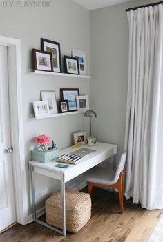 You need an awesome small desk design for your small bedroom. This article will help you to find the best small desk design for you. Home Office Space, Home Office Design, Home Office Decor, Office In Bedroom Ideas, Office Designs, Apartment Office, Apartment Therapy, Office Style, Apartment Interior