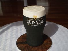 Grooms cake : Any one thirsty for a pint of Guinness 70th Birthday Cake, Birthday Cakes For Men, Male Birthday, Fondant Cakes, Cupcake Cakes, Car Cakes, Food Cakes, Fathers Day Cake, Cupcakes