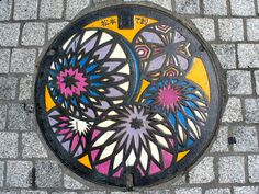 Couvercles d'égoût artistique. -Matsumoto Nagano manhole cover (長野県松本市のマンホール) by MRSY, via Flickr