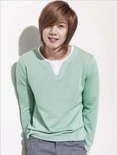 "Singer and actor Kim Hyun Joong from ""Boys Over Flowers"". He looks like a Gelfling! Asian Actors, Korean Actresses, Korean Actors, Actors & Actresses, Korean Dramas, F4 Boys Over Flowers, Boys Before Flowers, Brad Pitt, Kim Joon Hyun"