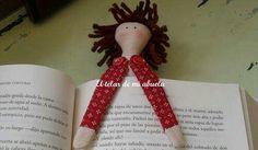 Marcador de páginas de tecido ou feltro Quick Crafts, Fun Crafts, Mundo Craft, Pots, Decoupage, Little Doll, Doll Crafts, Childrens Books, Create Your Own