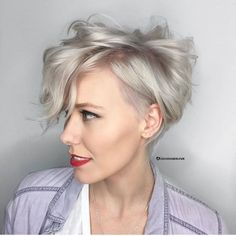 Stunning 44 Awesome Blonde Hairstyle Women for Character Inspirations https://outfitmad.com/2018/04/08/44-awesome-blonde-hairstyle-women-for-character-inspirations/