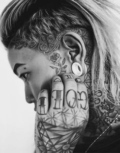 Small Face Tattoos, Head Tattoos, Black Tattoos, Body Art Tattoos, Girl Tattoos, Tattoos For Women, Dread Hairstyles, Girl Hairstyles, Half Shaved Head Hairstyle