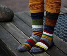 Ravelry: Nasti's Jämälankavillasukkajoulukalenterisukat – Knitting Socks My Socks, Cool Socks, Knitting Socks, Hand Knitting, Punk Outfits, Striped Socks, Knitting Accessories, Knit Patterns, Ravelry