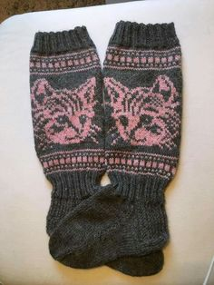 Knit Socks, Knitting Socks, Cat Stuff, Mittens, Crafts, Fashion, Socks, Accessories, Sock Knitting