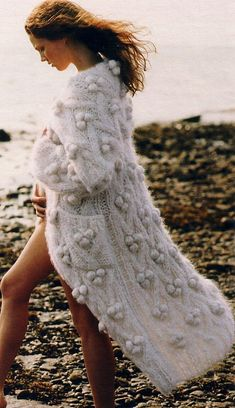 Soft long knitted cardigan to warm you up in the winter months | Image via countingstonesheep.tumblr.com