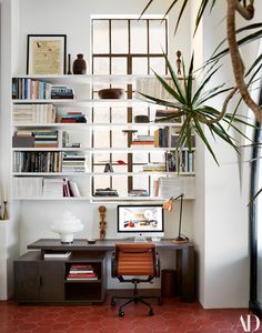 The reception desk at our Los Angeles studio shot by for January 2019 Credits Custom desk and shelving Carlo… Office Interior Design, Office Interiors, Melbourne, Best Home Office Desk, Miller Homes, Custom Desk, Architectural Digest, Home Staging, Interiores Design