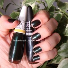 Misturinha de esmaltes para chegar à cor do Chanel Pearl Black    http://www.fernandareali.com/2011/04/chanel-black-pearl-misturinha-ou.html