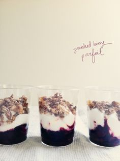 berry yogurt parfait recipe by Laumii