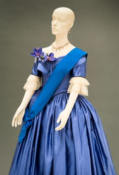 The Young Victoria costume designed by Sandy Powell.    This would be a perfect dress for Felicity!  Note the pleated bodice & the double layers of lace at the sleeve ends.  Delicious!