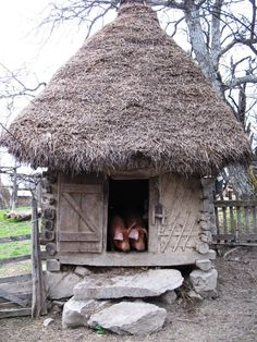 Old cage for pigs - Preluca Noua, Maramures (Casa veche pentru cei ce traiesc pana la un an...) Romania Travel, Vernacular Architecture, Traditional House, Homeland, Europe, Old Houses, Countryside, Places To Visit, Romanian Food