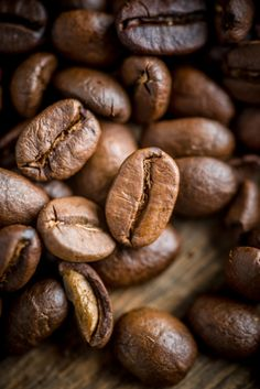 Coffee Beans - Top Coffee Brewing Ideas Which Are Tasty! Coffee Cafe, Coffee Drinks, Coffee Shop, I Love Coffee, Hot Coffee, Skinny Coffee, Buy Coffee Beans, Spiced Coffee, Coffee Photography