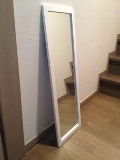 12. 鏡 ・白フレーム ・サイズ:L30cm*W1.5cm*H90cm ・JPY 1,000