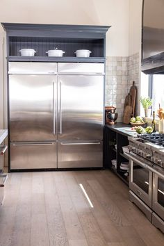 Small Cottage Kitchen, Barn Kitchen, Studio Kitchen, Home Bar Decor, Home Decor Kitchen, Kitchen Interior, Kitchen Design, Major Kitchen Appliances, Cooking Appliances