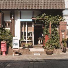 참 매력적인 동네 🍂 Aesthetic Japan, Aesthetic Themes, Korean Photography, Cozy Coffee Shop, Love Cafe, Paris Cafe, Simple Photo, Cafe Shop, Aesthetic Vintage