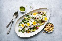 Try Fried asparagus salad with eggs by FOOBY now. Or discover other delicious recipes from our category salad. Lemon Asparagus, Asparagus Fries, Asparagus Salad, Cooking With Kids, Cooking Time, Parmesan, Valeur Nutritive, Soft Boiled Eggs, Egg Salad