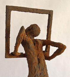 Figura Ne302. 2015. Arcilla polimérica. Polvo de hierro patinado. 36 x 14 x 14 cm. http://www.pablohuesoart.com