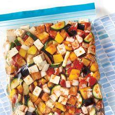 Recette de ratatouille au tofu à la mijoteuse—Cette recette peut se congeler avant cuisson dans un sac hermétique. Ainsi, le jour où le temps nous manque, on décongèle et hop, dans la mijoteuse! C'est la méthode du prep-freeze-cook. Polenta Recipes, Tofu Recipes, Whole Food Recipes, Vegetarian Recipes, Cooking Recipes, Slow Cooker Ratatouille, Freezer Meals, Cooking Time, Family Meals
