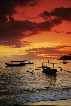 ✮ Indonesia - Lombok, Senggigi - Boats on the water at Sunset