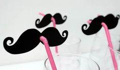 La paille moustache ! Je trouve qu'elle est plutôt destinée aux cocktails féminins ou sans alcool. Elle vous assura de belles photos !