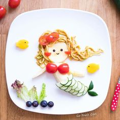 Funny Fruit Art by Artist Joanne Chan. Toddler Meals, Kids Meals, Cute Food, Good Food, Funny Fruit, Food Art For Kids, Edible Food, Food Decoration, Lunch Snacks