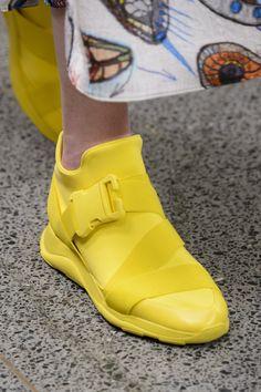 Осень-зима 2017/2018 / Ready-To-Wear / НЕДЕЛЯ МОДЫ: Лондон Zapatos Shoes, Women's Shoes, Sock Shoes, Me Too Shoes, Shoe Boots, Shoes Sneakers, Shoe Bag, Shoes Style, Sneakers Design