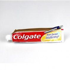 Coolgate è un pratico astuccio ricavato da un ex tubetto di dentifricio- visita il sito :-)
