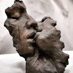 Skulpturen Human Sculpture, Art Sculpture, Ceramic Sculptures, Modern Sculpture, Arte Fashion, Aesthetic Art, Aesthetic Images, Clay Art, Love Art
