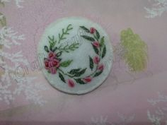 Circle felt embroidery brooch