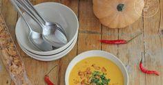 Esta sopa thai de calabaza se ha convertido en una de mis sopas o cremas favoritas, con un sabor increíble y con el toque justo de pic...