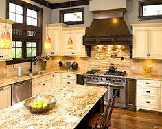 Kitchen Backsplash Ideas with Santa Cecilia Granite — Modern Design Cream Kitchen Cabinets, Glass Backsplash Kitchen, Subway Tile Kitchen, Granite Kitchen, Kitchen Flooring, New Kitchen, Backsplash Ideas, Kitchen Ideas, White Cabinets