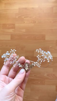 Beading 2020 – The Best Beading Ideas Are Here Fairy Jewelry, Fantasy Jewelry, Cute Jewelry, Recuerdos Primera Comunion Ideas, Fashion Drawing Dresses, Drawing Fashion, Dress Fashion, Fairy Cosplay, Fairy Crown