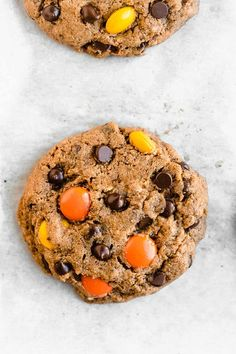 Healthy Flourless Peanut Butter Cookies - The Fit Peach Flourless Peanut Butter Cookies, Butter Cookies Recipe, Soft Baked Cookies, Cookies Et Biscuits, Halloween Cookie Recipes, Ice Cream Toppings, Homemade Cookies, Creamy Peanut Butter, Mini Chocolate Chips
