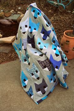 Fancy Fox quilt in all blues. About finished with the backing and I can start quilting. Quilting Projects, Quilting Designs, Sewing Projects, Quilting Ideas, Fox Fabric, Patchwork Fabric, Elizabeth Hartman Quilts, Fox Quilt, Baby Boy Quilts